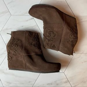 OTBT Ringold Brown Embroidered Wedges, size 11